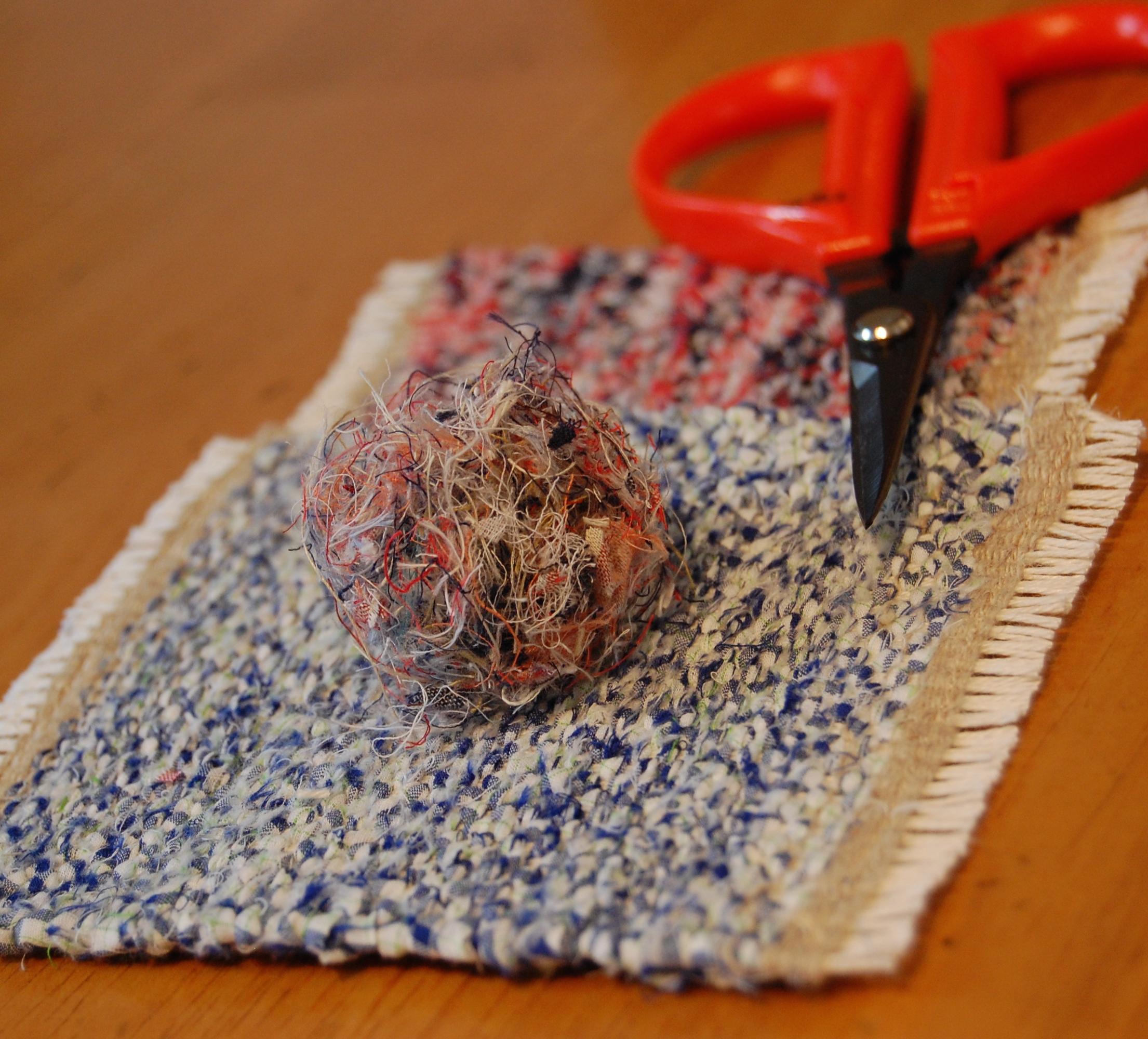 裂き織り(さきおり)のコースターを作製中!