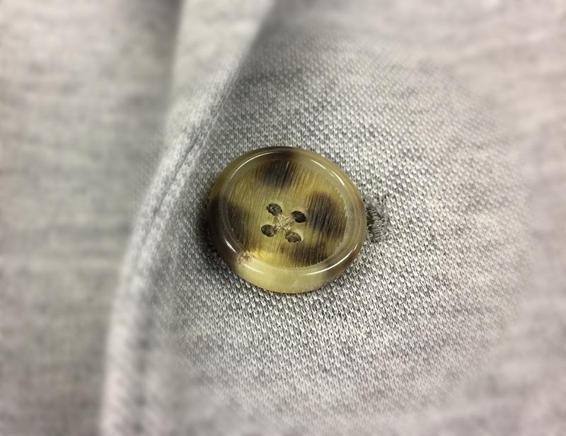 ボタンを替えるとユニクロのジャケットが変わる?