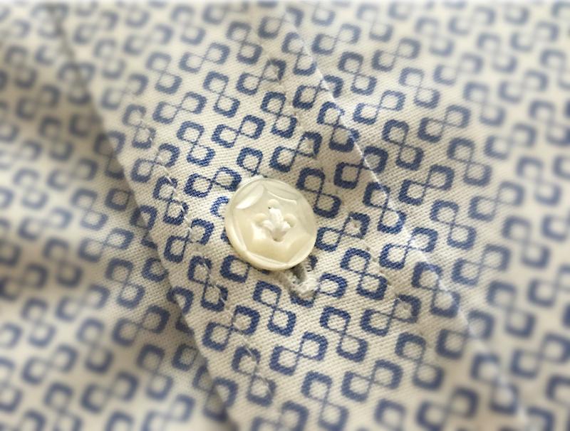 Yシャツの白いボタンは何?貝ボタン、タカセ、白蝶、ポリエステル?