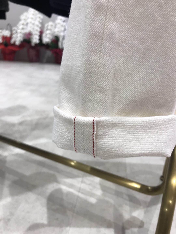 ジーパンの裾によく見かける赤い線縫ってる部分の名称ご存じでしょうか